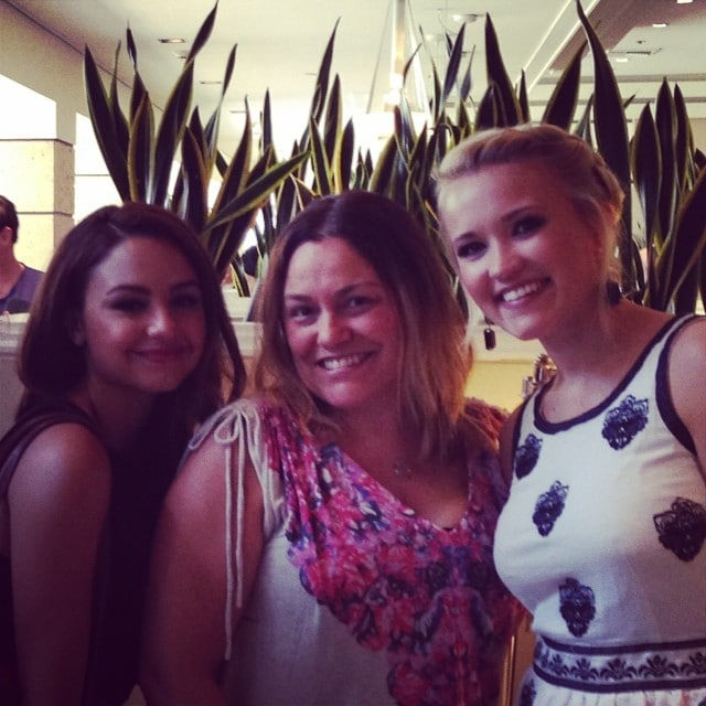 Aimee Carrero Emily Osment Young and Hungry