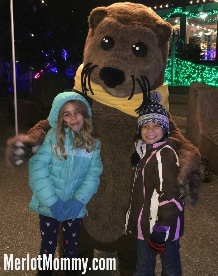 Visit ZooLights at the Oregon Zoo Portland #ZoolightsPDX