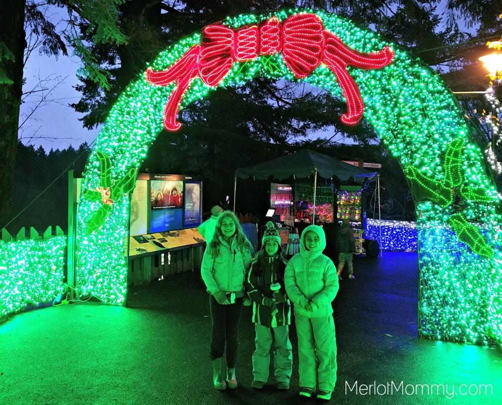 2016 Zoolights at the Oregon Zoo - walkway wreath