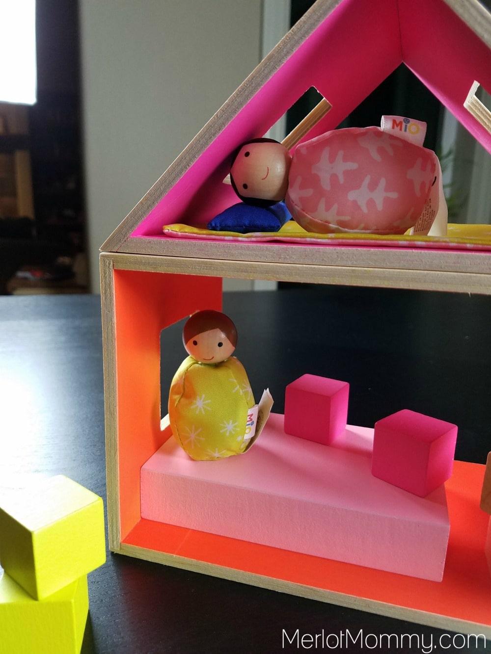 MiO Collection by Manhattan Toy - MiO Sleeping + 2 People set