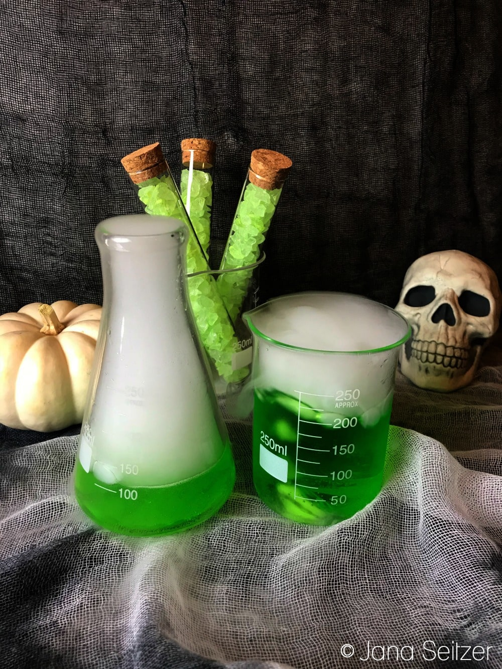 Poison Apple Cocktail - Halloween Cocktail