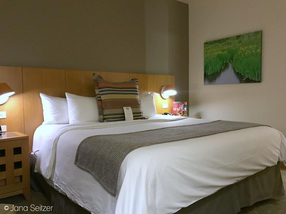 Cedarbrook Lodge Room