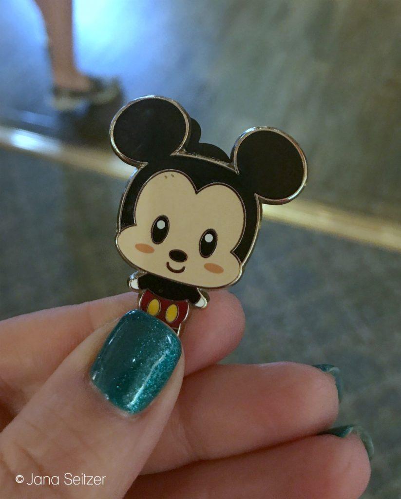Beginner's Guide To Pin Trading at Disney World: Disney Pin Trading 101