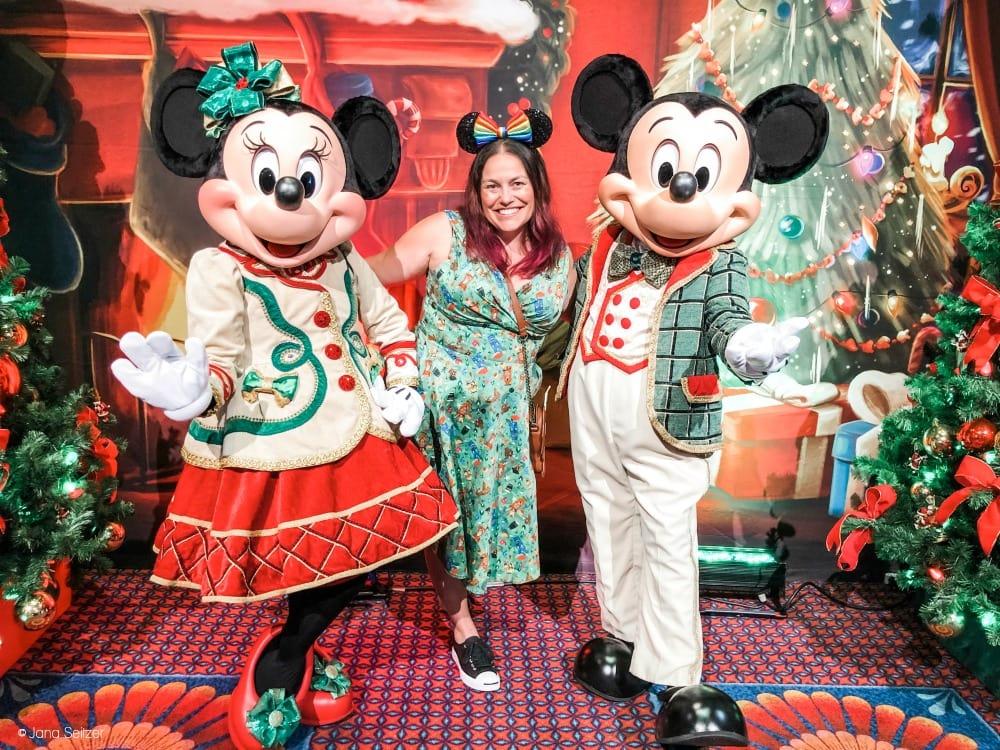 disney holiday minnie and mickey 2019