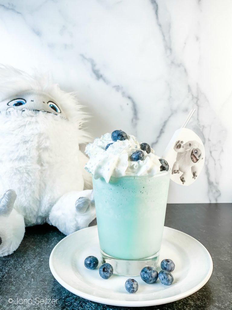 Everest Vanilla Milkshake with Blueberries 1