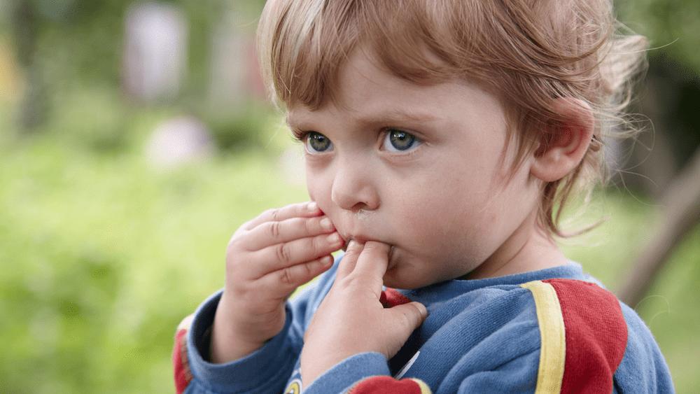 toddler sucking fingers